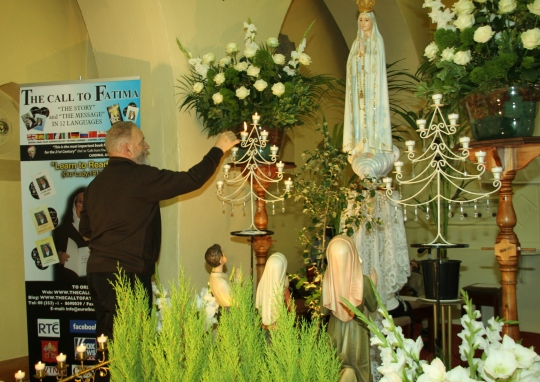 Jacinta, Lucia and Francisco at the apparition of Our Lady of Fatima