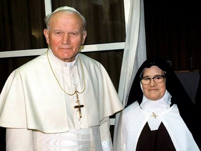Pope John Paul II and Sister Lucia www.thecalltofatima.com