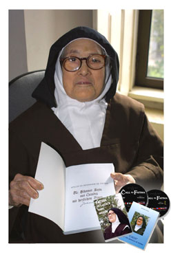 Sister Lucia of Fatima with her writings www.thecalltofatima.com